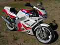 1991 Yamaha FZR 600 red and white 208 003